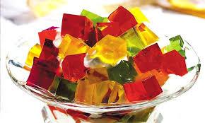 Sobremesa simples de gelatina colorida