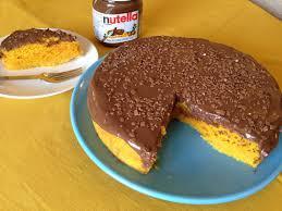 bolo de cenoura com cobertura de nutella