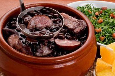 Feijoada completa tradicional delicioso