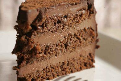 Delicioso mousse de chocolate para bolo