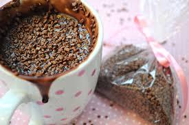 Chocolate quente de microondas simples e delicioso