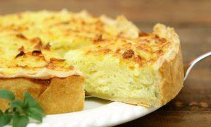 Empadão de queijo coalho e manjerona