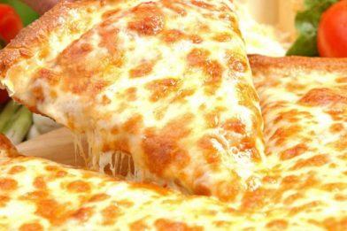 Pizza quatro queijos deliciosa