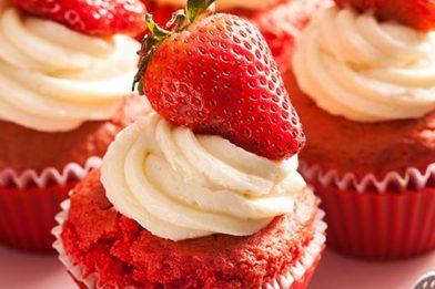 Deliciosa cobertura de morango para cupcake