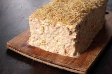 Torta de pão de forma com patê de atum