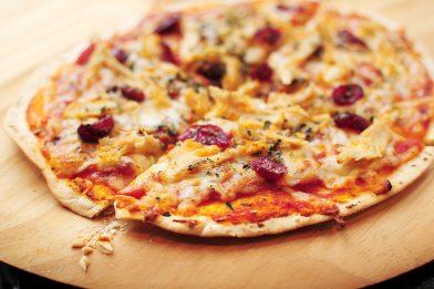 Massa de pizza crocante simples e rápida