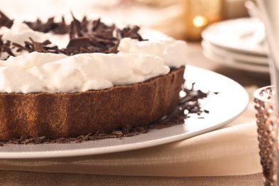 Prática torta de chocolate gelada simples