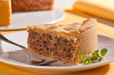 Simples torta de carne moída no liquidificador