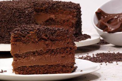 Fácil e prático bolo de brigadeiro