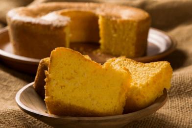 Passo a passo simples de bolo de milho feito no microondas