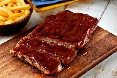 Deliciosa costela de porco e molho barbecue