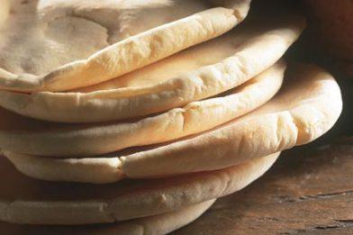 Pão árabe de microondas simples e gostoso