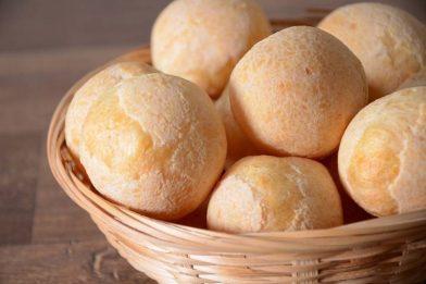 Pão de queijo com polvilho azedo de liquidificador simples