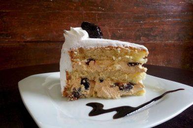 O melhor bolo de doce de leite com ameixa simples