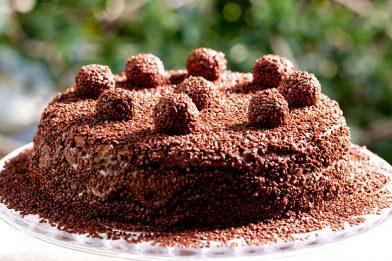 Delicioso bolo recheado fácil e rápido