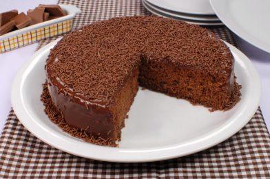Simples e prático bolo de chocolate nega maluca de liquidificador