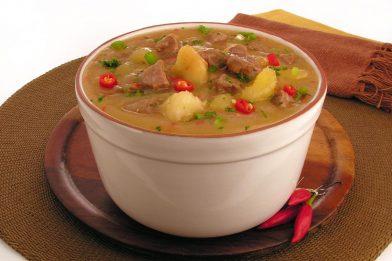 Sopa de mandioca com carne