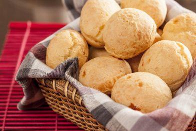 Passo a passo do melhor pão de queijo rápido e prático