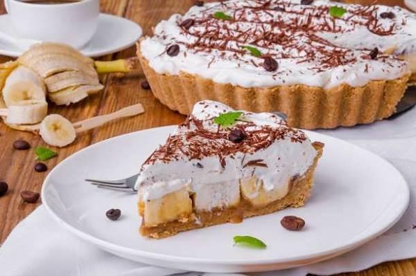 torta de banana com doce de leite e suspiro
