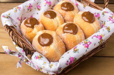 Sonho doce de padaria caseiro muito gostoso