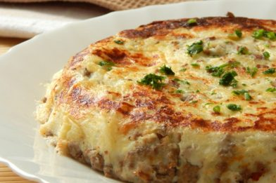 Receita simples de pizza de frigideira com batata e ovos