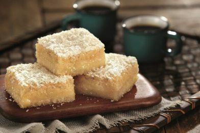 Delicioso bolo cremoso de coco