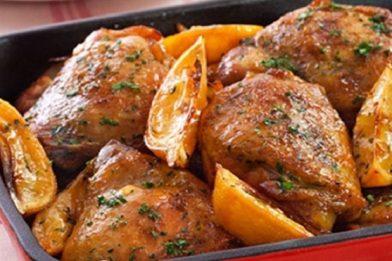 Prática refeição de coxa de frango com ervas