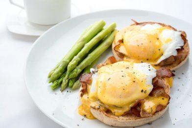 Delicioso ovo poché simples