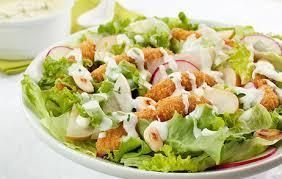 Deliciosa salada de frango tropical