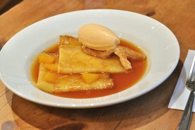 Delicioso Crepe Suzette muito gostoso