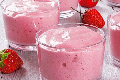 Deliciosa sobremesa de gelatina com creme de leite