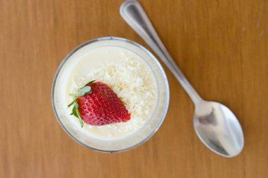 Sobremesa simples de gelatina com leite