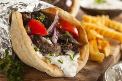 Delicioso prato típico grego - Gyros