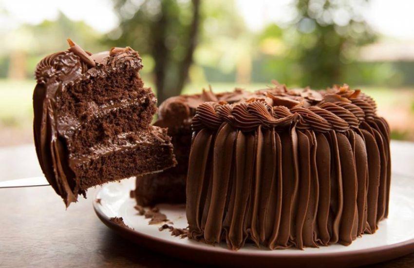 bolo trufado de chocolate