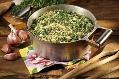 Deliciosa farofa de couve muito simples