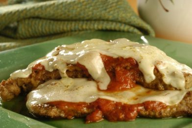 Delicioso e prático bife a parmegiana