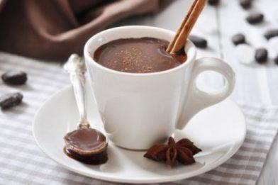 Chocolate quente com creme de leite rápido