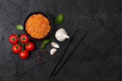 Arroz com tomate e manjericão muito simples