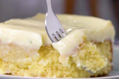 Bolo de limão com cobertura muito fácil