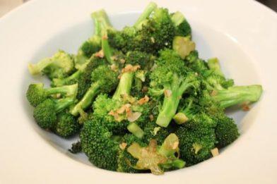 Brócolis refogado muito fácil e gostoso