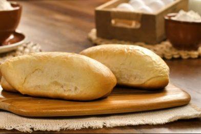 Pão caseiro simples recheado