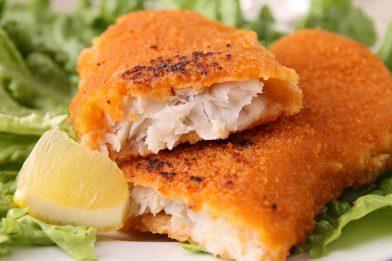 Filé de peixe empanado simples e rápido